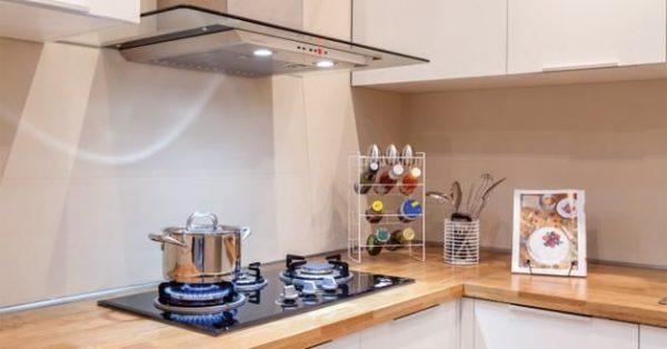 Bạn sẽ không còn khó chịu với mùi dầu mỡ trong nhà