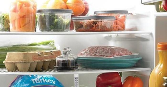 Bảo quản thực phẩm không đúng cách sẽ gây ra các mùi khó chịu trong tủ lạnh