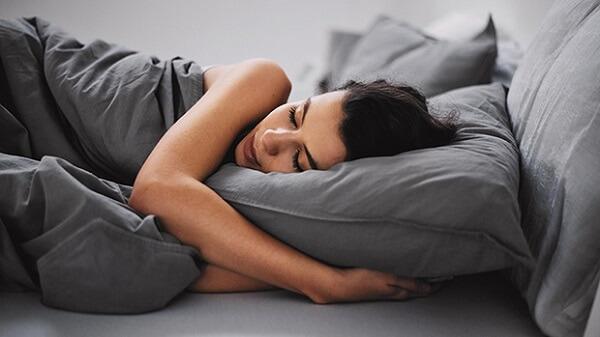 Bí quyết khử mùi hôi phòng ngủ dành riêng cho bạn