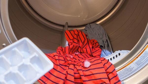 Bỏ đá lạnh vào máy giặt sẽ mang đến lại lợi ích bất ngờ