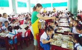 Bữa ăn của trẻ phải đầy đủ dinh dưỡng có đủ 4 nhóm thực phẩm