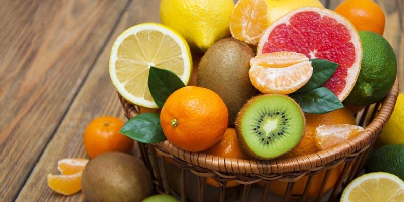 Các loại quả như chanh, cam, bưởi giúp khử mùi hiệu quả