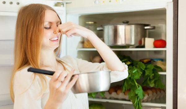 Đánh bay mùi hôi trong tủ lạnh cũng như những cách phòng tránh