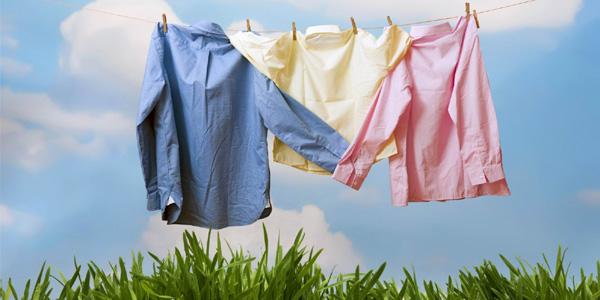 Đẩy lùi mùi ẩm mốc trên quần áo với những vật dụng dễ tìm