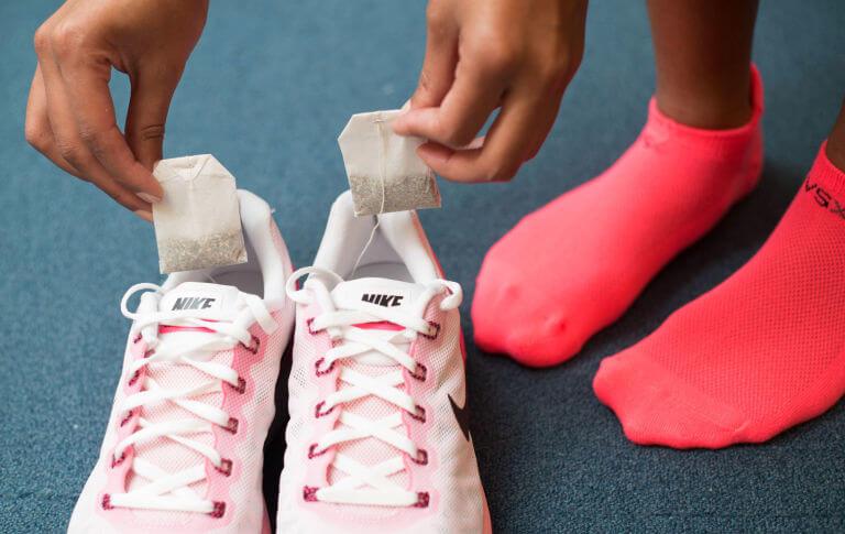 Hãy chọn cho mình một cách khử mùi giày đơn giản