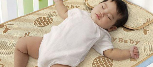 Khử mùi chiếu cao su của bé mà mẹ nào cũng nên biết