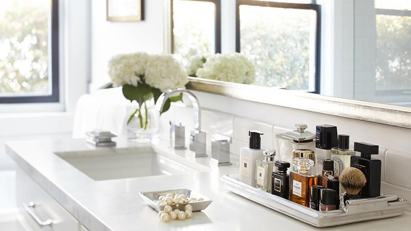 Mách bạn cách khử mùi nước hoa và mỹ phẩm