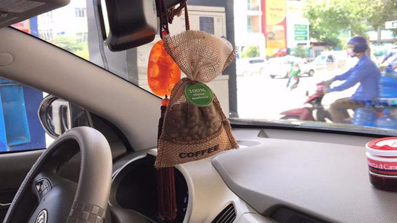 Mách bạn khử mùi hôi trong xe ô tô hiệu quả