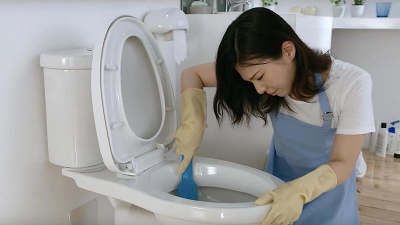 Máy khử mùi hôi nhà vệ sinh giúp nhanh chóng đánh bay các mùi hôi