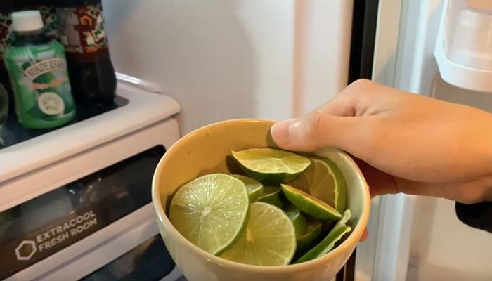 Mẹo sử dụng chanh để làm sạch mùi trong tủ lạnh
