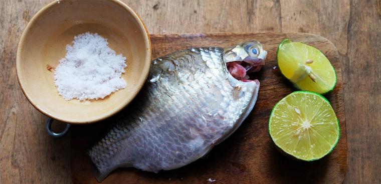 Mẹo vặt nhà bếp  khử mùi tanh của cá
