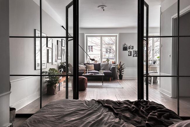 Mở cửa thông thoáng khi bạn muốn khử mùi vôi trong nhà