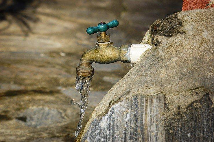 Nguyên nhân dẫn đến nước sinh hoạt có mùi là gì?