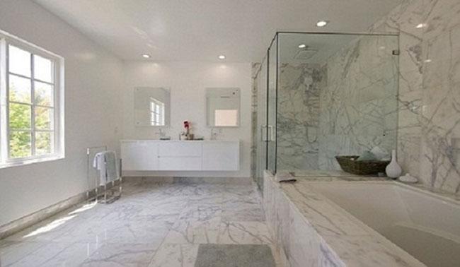 Nhà vệ sinh là nơi dễ gặp tình trạng có mùi hôi khó chịu