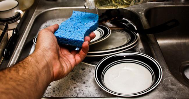 Rửa bát không đúng cách cũng có thể gây ra mầm bệnh