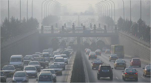 Tắc đường là một trong những nguyên nhân ô nhiễm không khí