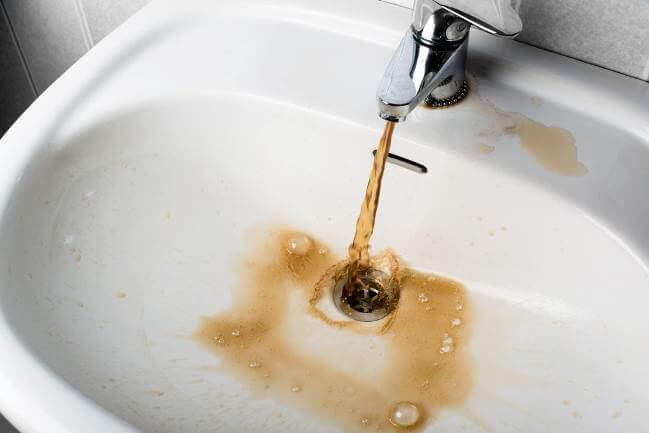 Tự nhận biết nước bị ô nhiễm qua màu sắc, mùi vị