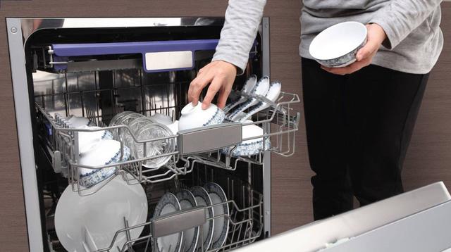 Vệ sinh máy rửa chén một quan niệm sai lầm của nhiều người sử dụng