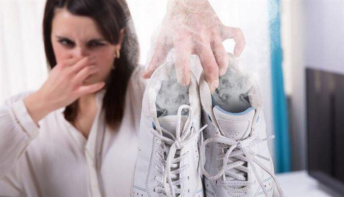 Xử lý mùi hôi giày và tất nhanh nhất có thể